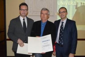 Dodjela_priznanja_Prof._Harunu_Brkiću_za_doprinos_razvoju   neurohirurigje u Tuzli (Dr N.Hotić, Dr M. Brkić, Dr. M. H odžić)